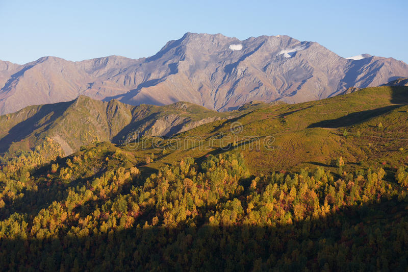 Download 秋天风景在高加索 库存图片. 图片 包括有 季节, 秋天, 高加索, 佐治亚, 没人, 阳光, 峰顶, 天空 - 72369943