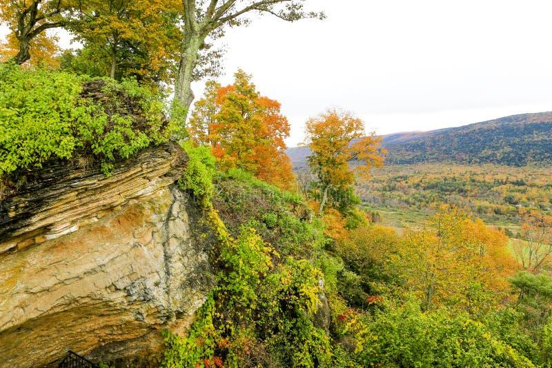 秋天风景,在背景,佛蒙特的moutains 库存图片