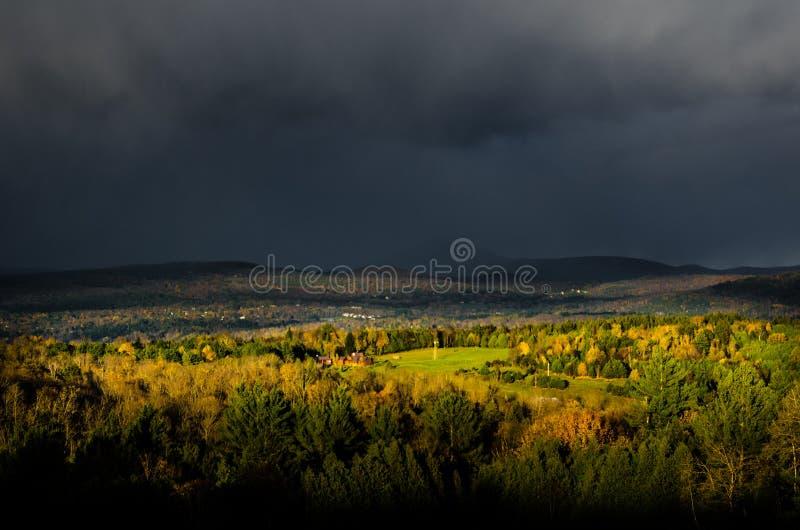 秋天风暴移动在中央佛蒙特 免版税库存照片
