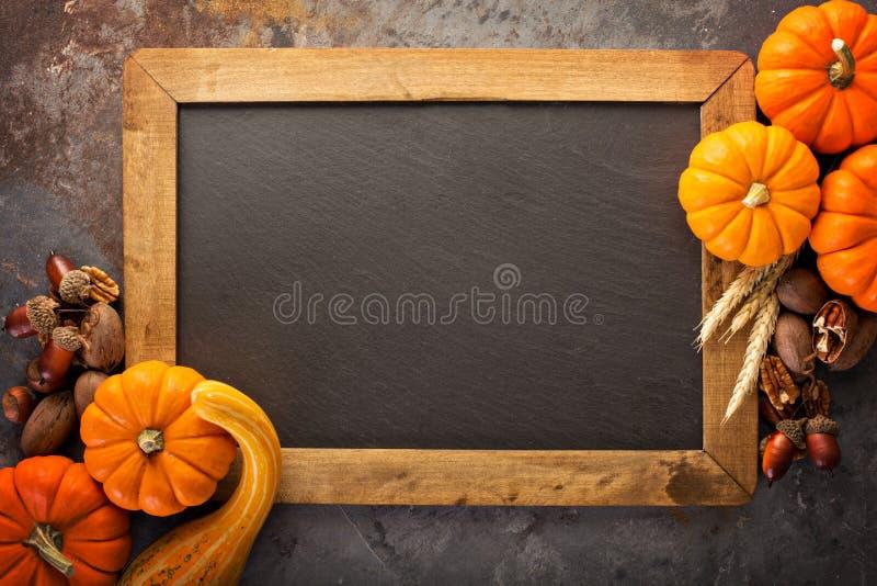 秋天黑板框架用南瓜 免版税库存图片