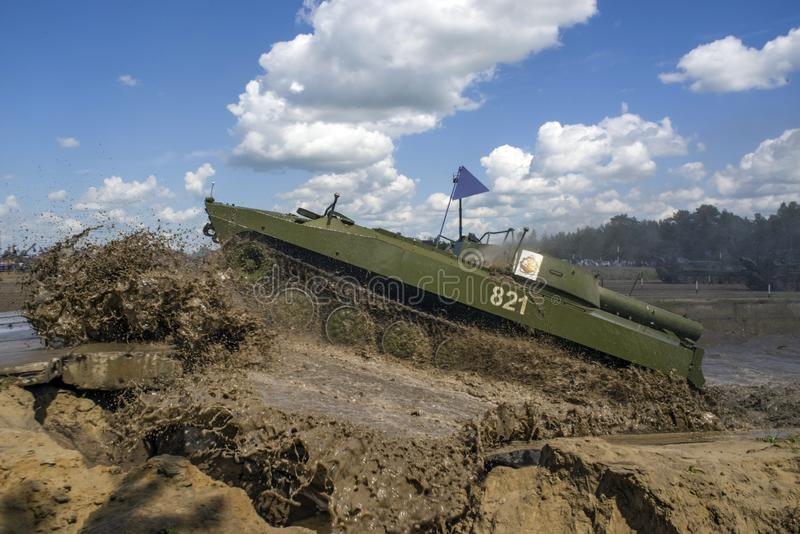 秋明,俄罗斯6月29日2019年:全俄国军队比赛 苏联自走火箭发射器排雷 UR-77'Meteorit' 免版税库存照片