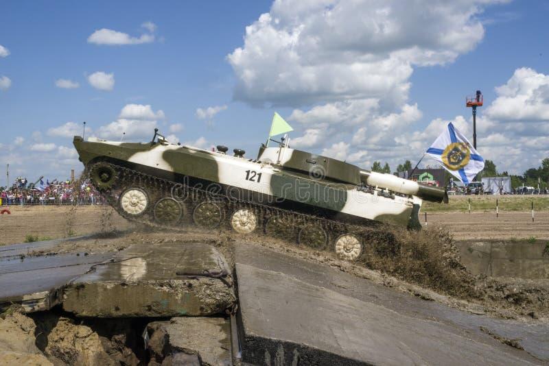 秋明,俄罗斯6月29日2019年:全俄国军队比赛 苏联自走火箭发射器排雷 UR-77'Meteorit' 图库摄影