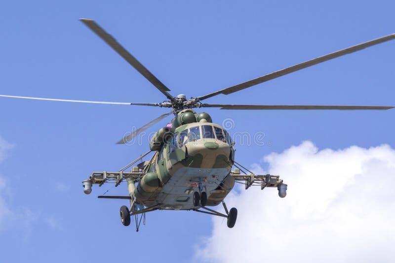 秋明,俄罗斯6月29日2019年:全俄国军队比赛 设计惯例的竞争 军用直升机Mi8 AMTSH'Terminat 免版税库存照片