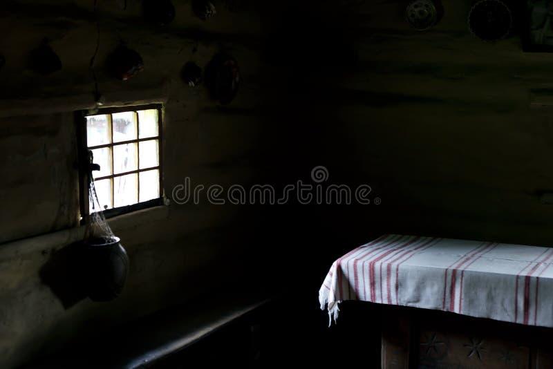 种族内部在一个老乌克兰房子里 图库摄影