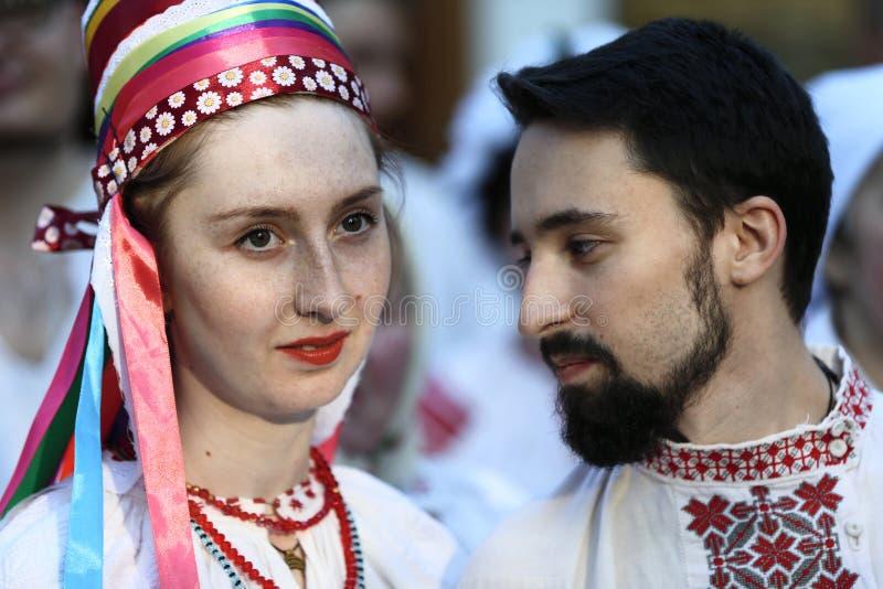 种族新娘和新郎 免版税库存照片