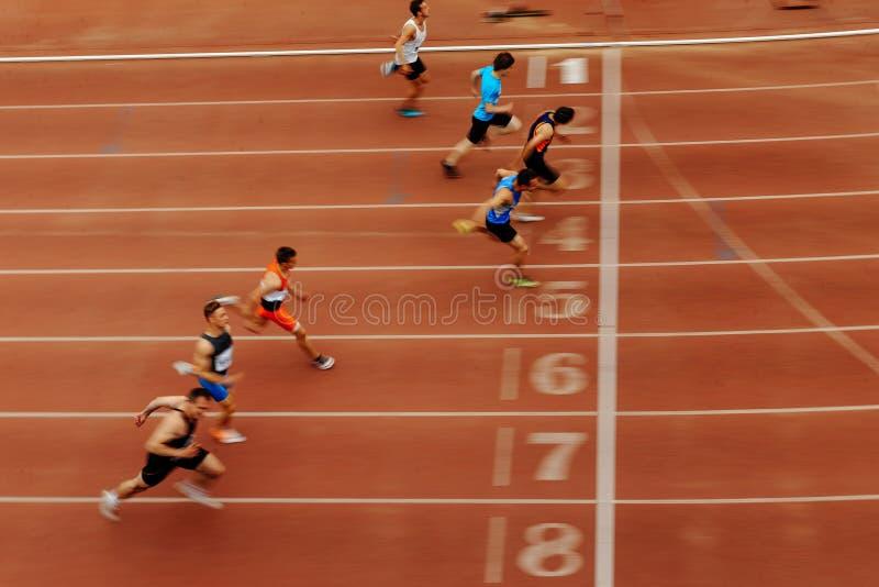 种族运动员赛跑者结束最后的短跑  图库摄影