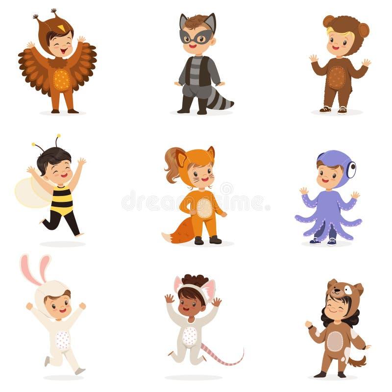 种类在动物服装乔装中愉快和准备好万圣夜化妆舞会党套逗人喜爱的假装的婴儿 皇族释放例证