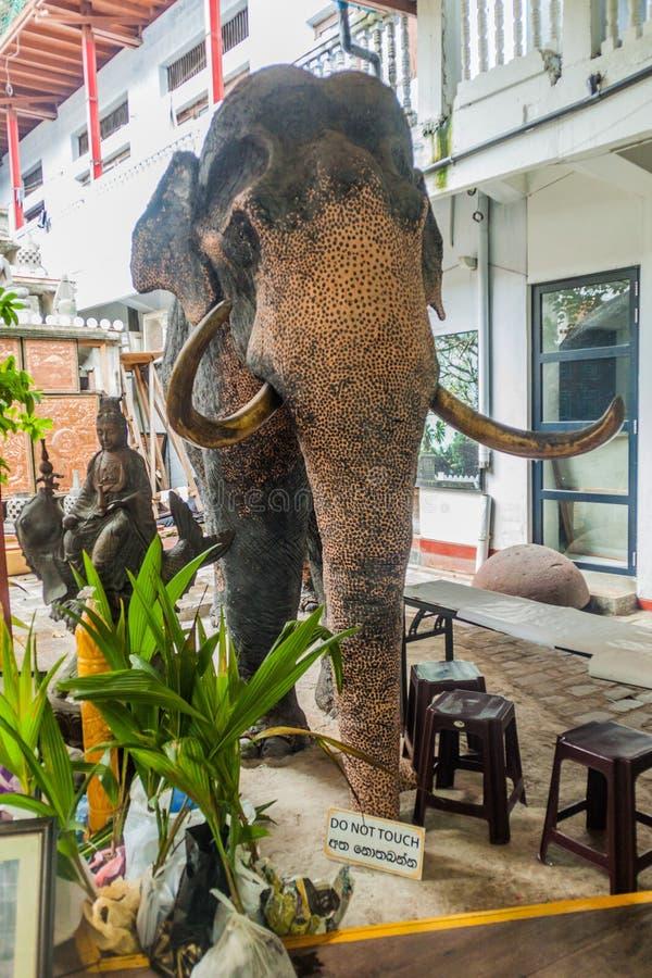 科伦坡,斯里兰卡- 2016年7月26日:在Gangaramaya佛教寺庙的展览在科伦坡,斯里Lan 免版税图库摄影