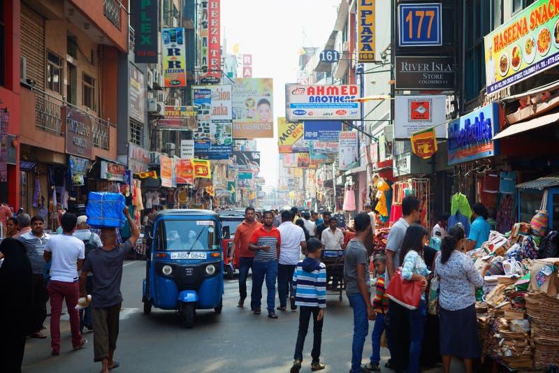 科伦坡,斯里兰卡- 2017年2月11日:在Pettah市场或供以人员市场附近的街道 接近堡垒区 库存图片