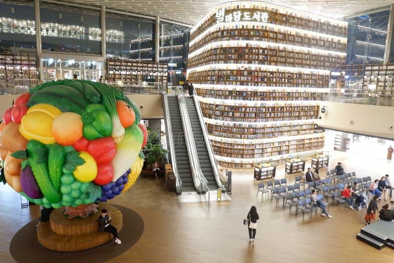 科厄购物中心的汉城韩国Starfield图书馆 免版税库存照片