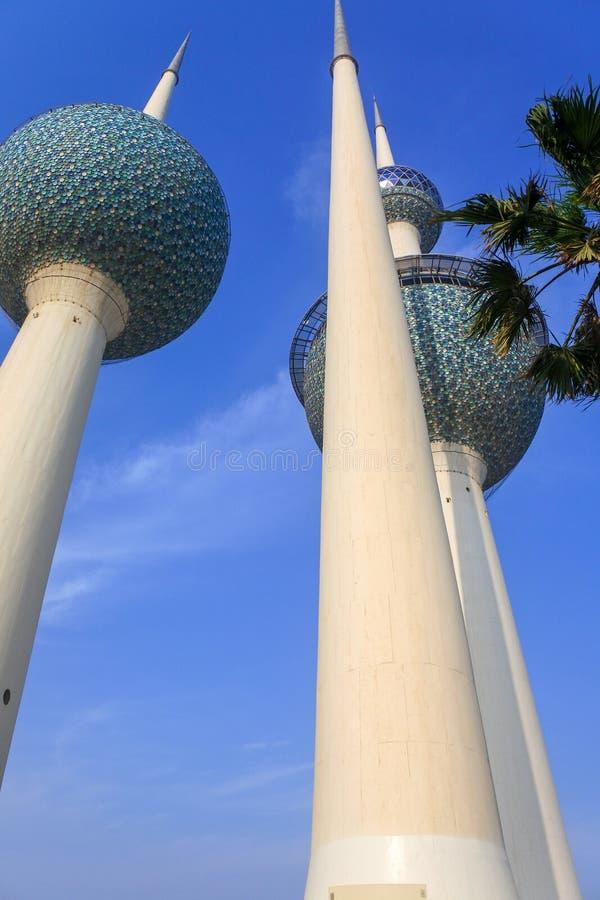 科威特到达为天空的水塔 免版税库存照片