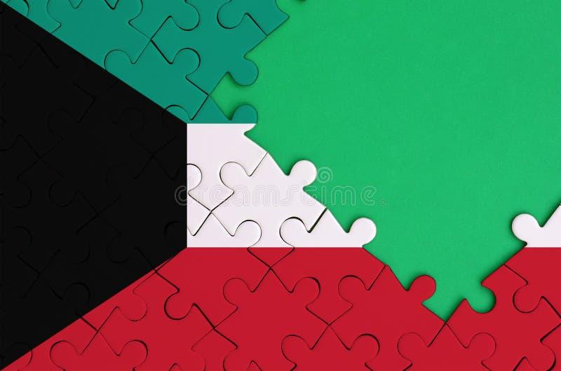 科威特旗子在与自由绿色拷贝空间的一个完整七巧板被描述在右边 向量例证