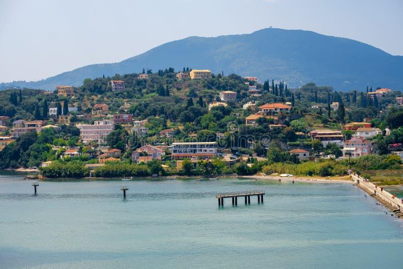 科孚岛,Paleokastritsa海湾美丽的海岛有迷人和美妙的全景克基拉岛 库存图片