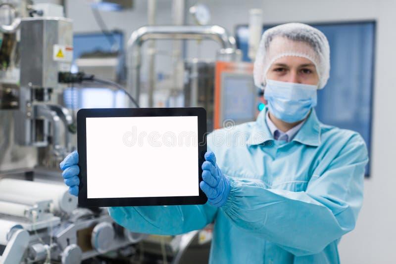 科学家配置立场以空的片剂 免版税库存图片