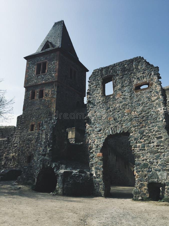 科学怪人城堡的垂直的射击在一好日子 库存图片