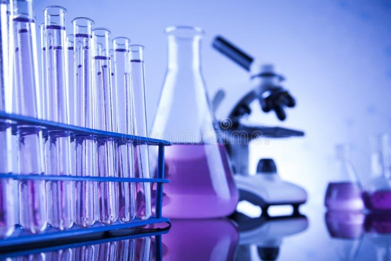 科学概念,化工实验室玻璃器皿 免版税图库摄影
