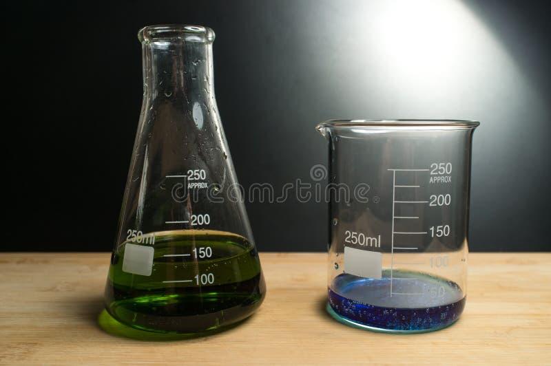 科学烧杯实验 库存照片