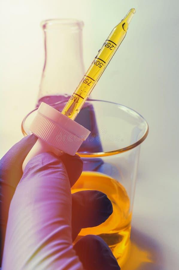 科学烧杯实验 库存图片