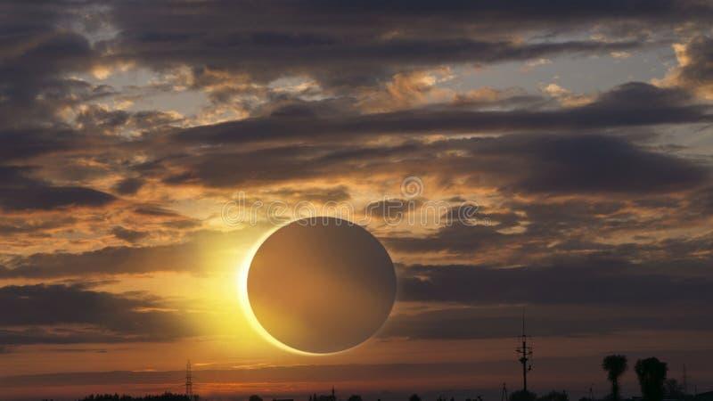 科学自然现象 与发光钻戒的作用的全日蚀对天空 平静自然背景 免版税库存图片