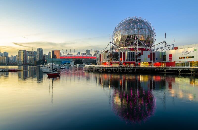 科学Telus世界日落视图在温哥华,不列颠哥伦比亚省,加拿大 免版税库存照片