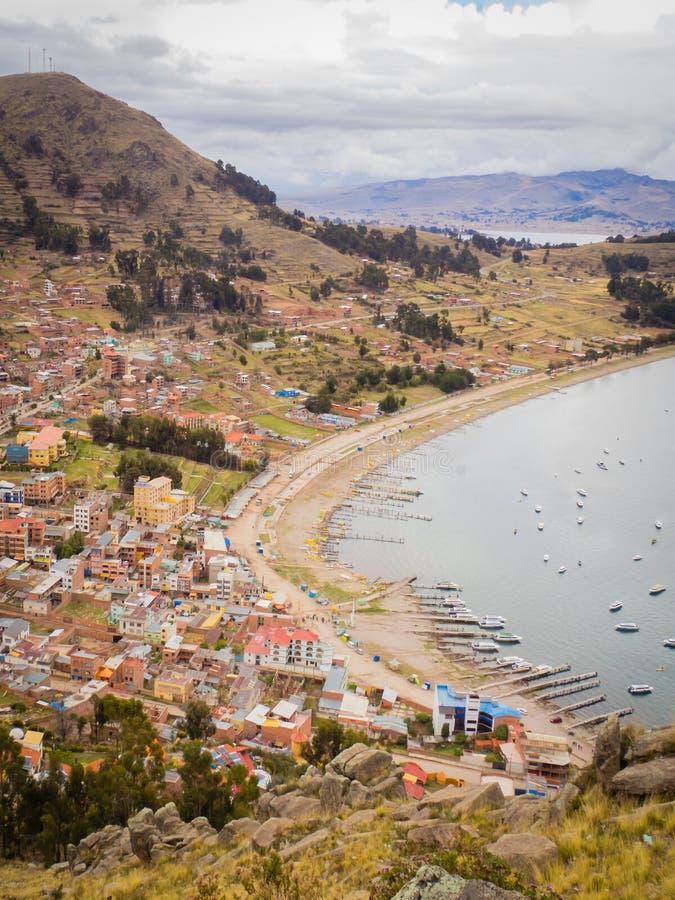 科帕卡巴纳都市风景在玻利维亚的喀喀湖 库存图片