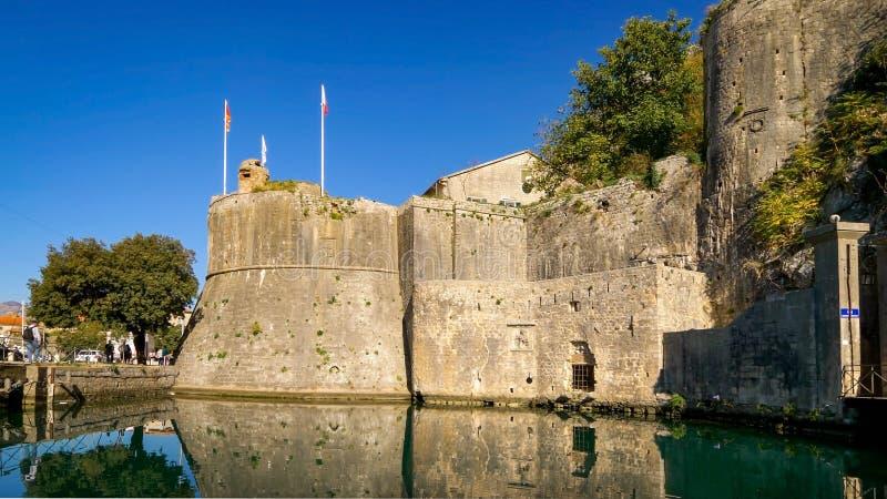 科托尔堡垒警卫塔在黑山 免版税库存图片