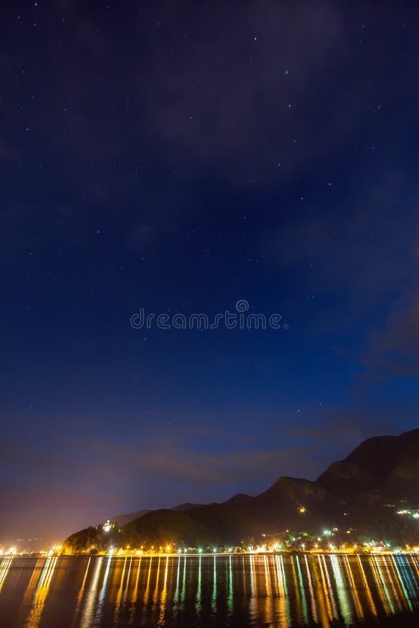 科托尔海湾,黑山夜视图  库存照片