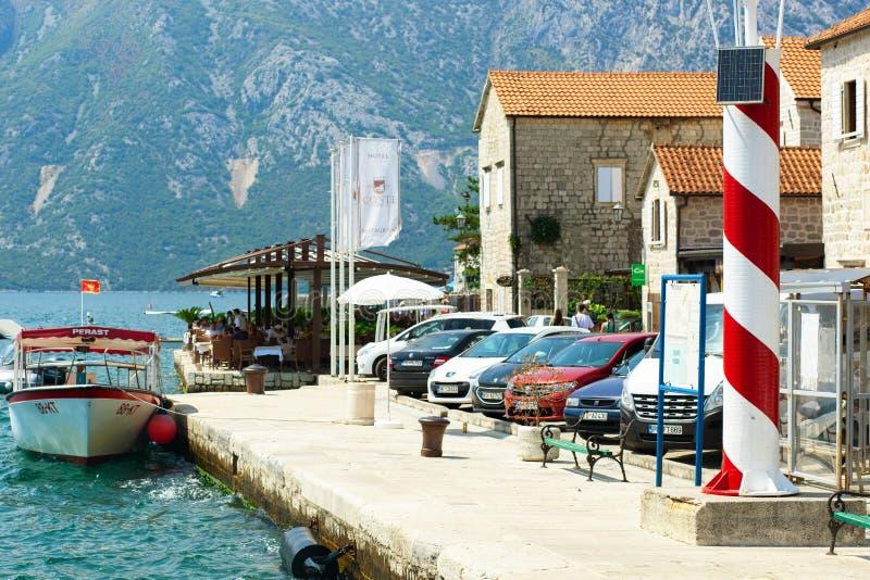 科托尔湾,PERAST,黑山- 2018年7月15日:博卡队科托尔海湾看法从2018年7月15日Perast码头的在老镇附近 免版税库存图片