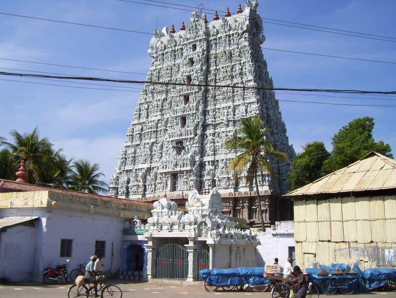 科摩林角,泰米尔纳德邦,印度-有高gopuram的2008 10月8日,白色颜色华丽Sthanumalayan寺庙 免版税图库摄影