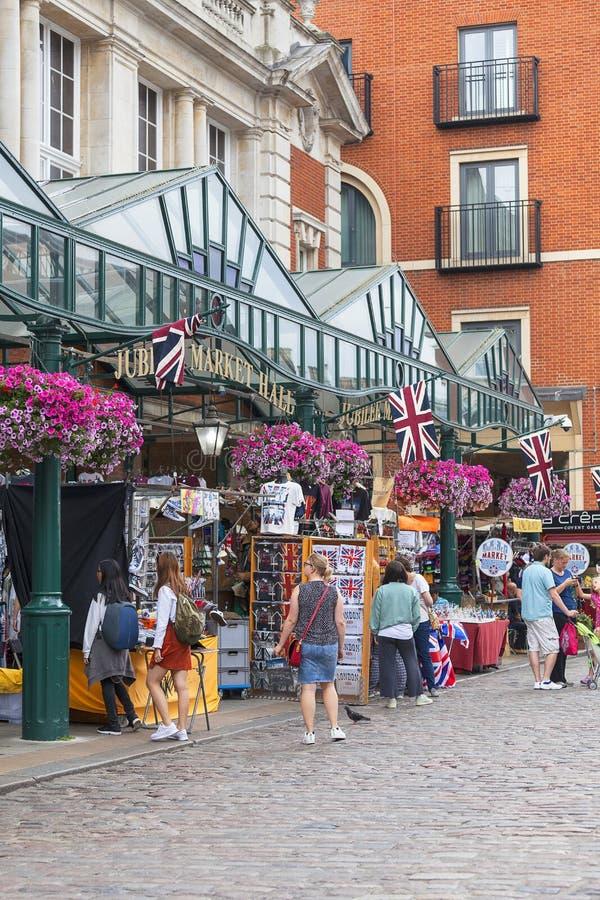 科文特花园市场、普遍的购物和旅游胜地,伦敦,英国 免版税图库摄影