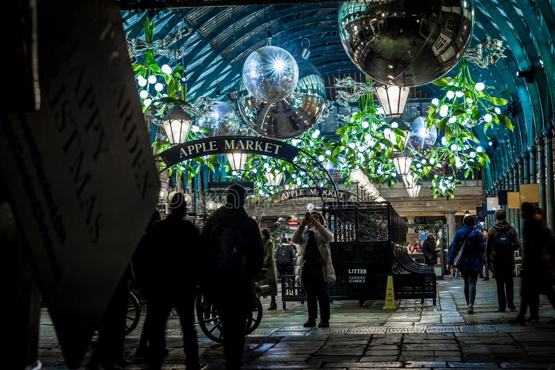 科文特花园苹果计算机市场圣诞节的,伦敦 库存照片