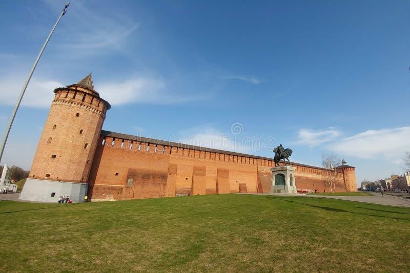 科洛姆纳,俄罗斯- 2019年4月1日:科洛姆纳克里姆林宫-其中一个最大和最强有力的古老堡垒 库存照片