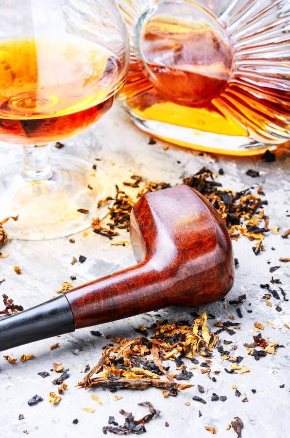 科涅克白兰地和管子用烟草 库存照片