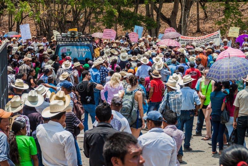 科潘鲁伊纳斯,洪都拉斯- 2016年4月12日:反对minery的土著人民抗议在考古学公园科潘附近 免版税库存照片