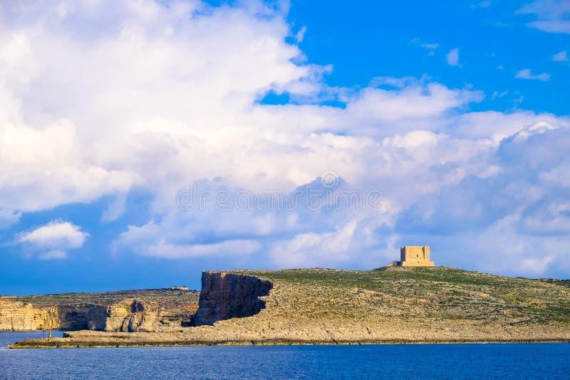 科米诺岛海岛,有可看见圣玛丽的塔的-马耳他 艺术性的HDR 免版税库存图片