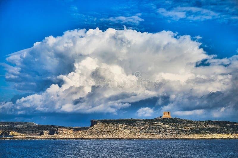 科米诺岛海岛,有可看见圣玛丽的塔的-马耳他 艺术性的HDR 图库摄影