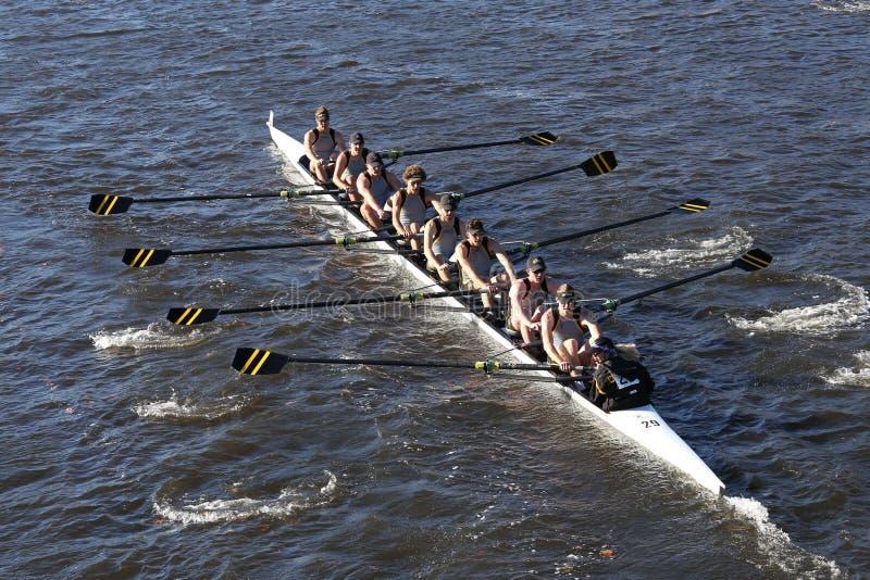 科罗拉多大学巨石城在查尔斯赛船会人` s学院Eights的负责人赛跑 库存图片