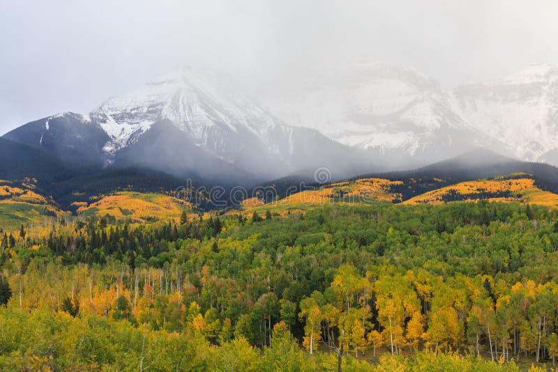 科罗拉多落矶山-秋天场面的优美的风景 免版税库存照片