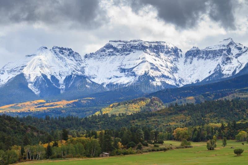 科罗拉多落矶山-秋天场面的优美的风景 库存图片