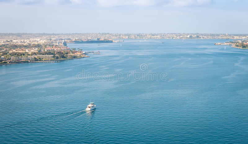 从科罗纳多桥梁的圣地亚哥海湾 免版税库存照片