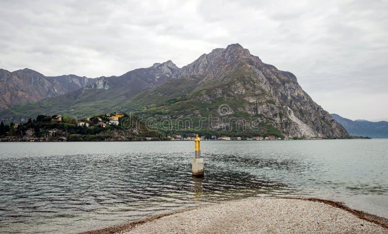 科莫湖全景和圣尼古拉斯,意大利雕象  免版税库存图片