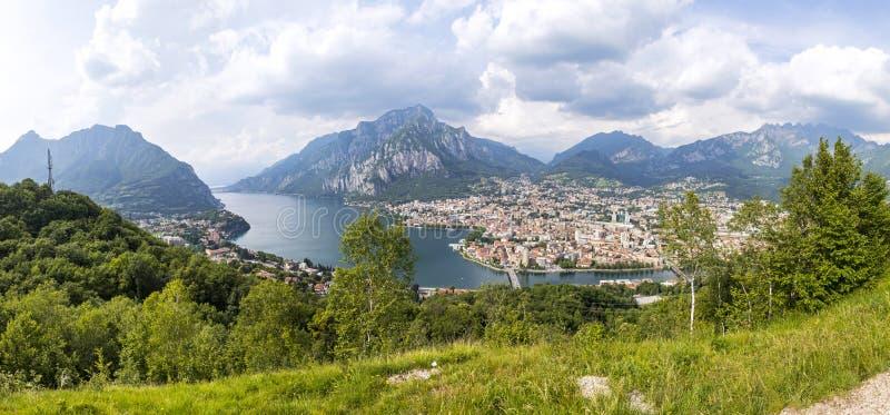 科莫湖和莱科市,意大利全景鸟瞰图  库存图片