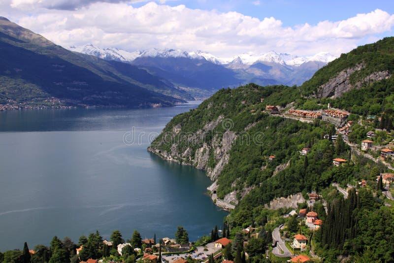 科莫湖和阿尔卑斯看法从上面在Varena 库存照片