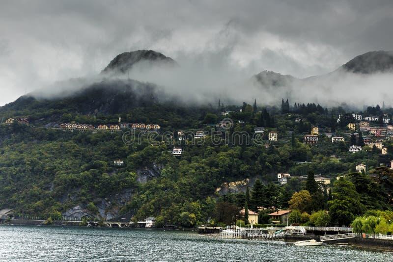 科莫湖,有清早雾的意大利 图库摄影