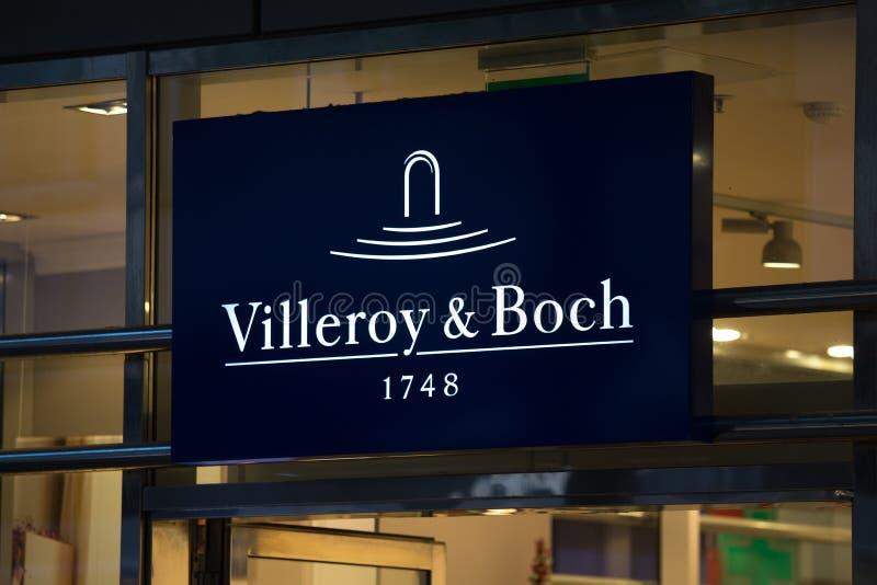 科隆,北莱茵-威斯特法伦/德国- 17 10 18:在一个大厦的villeroy & boch标志在科隆香水德国 免版税图库摄影