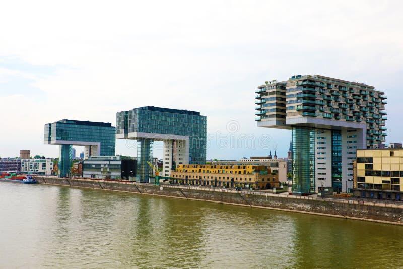 科隆,德国- 2018年5月31日:在莱茵河,科隆,德国,欧洲银行的Kranhaus现代大厦  库存照片