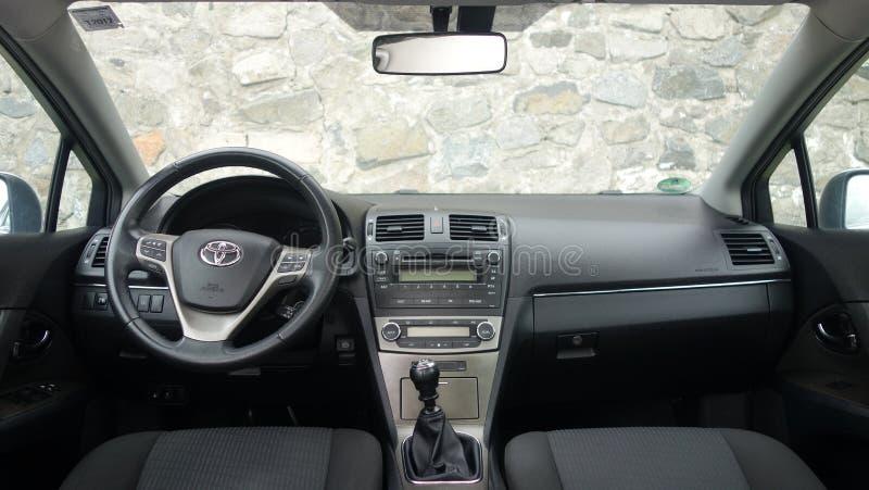 科鲁Napoca/罗马尼亚- 2017年5月09日:丰田Avensis-年2010年,充分的选择设备,照相讲席会,优质驾驶舱内部, 图库摄影