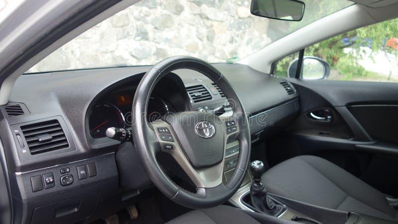 科鲁Napoca/罗马尼亚- 2017年5月09日:丰田Avensis-年2010年,充分的选择设备,照相讲席会,驾驶席 免版税库存照片