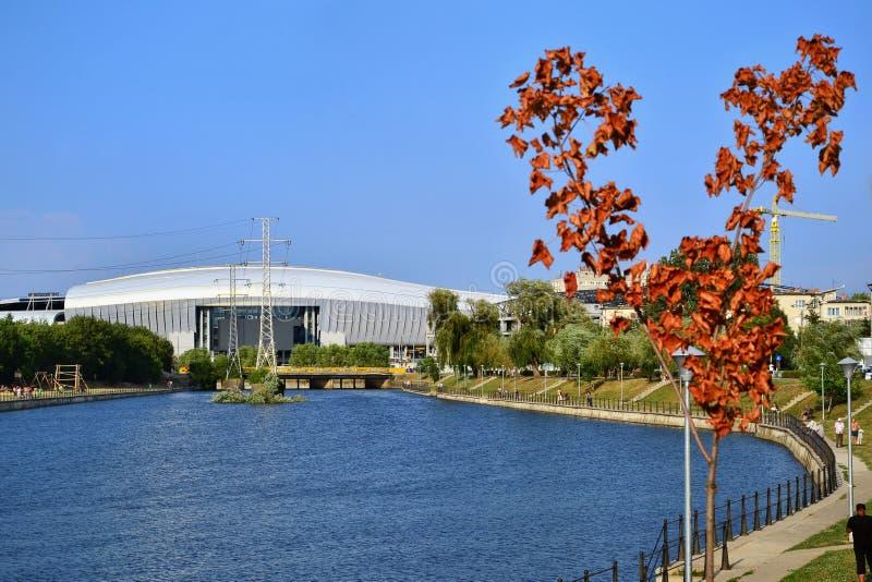 科鲁Somesul Mic河的河岸的竞技场体育场 免版税库存图片