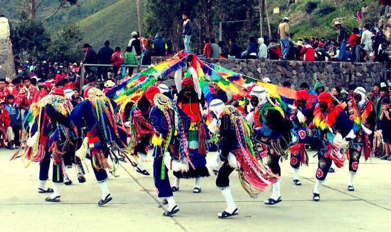 秘鲁人在Ollantaytambo跳舞 图库摄影